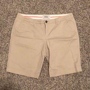 Old Navy khaki Bermuda shorts sz 12